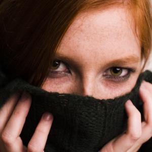 woman-hiding